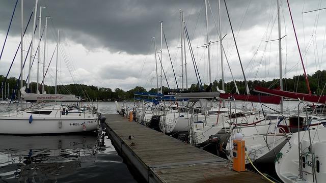Storm, Sailboat