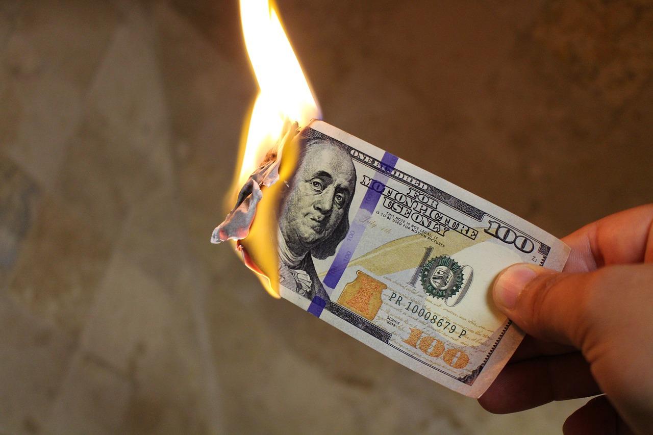 Burning, Money
